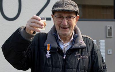 Henk Scheermeijer ontvangt  lintje voor meer dan een halve  eeuw vrijwilligerswerk